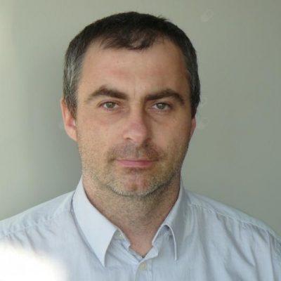 zdjęcie portretowe dra habilitowanego nauk medycznych Macieja Pileckiego